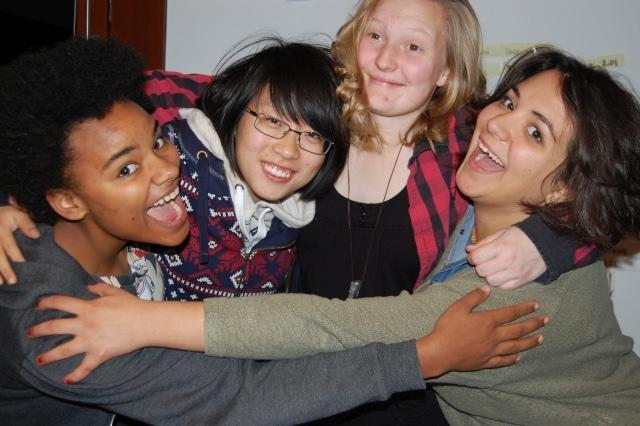 Vier aus dem ersten Jahrgang des United World College in Freiburg
