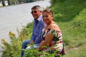 Orchidea und Ricardo Laubinger am Rheinufer