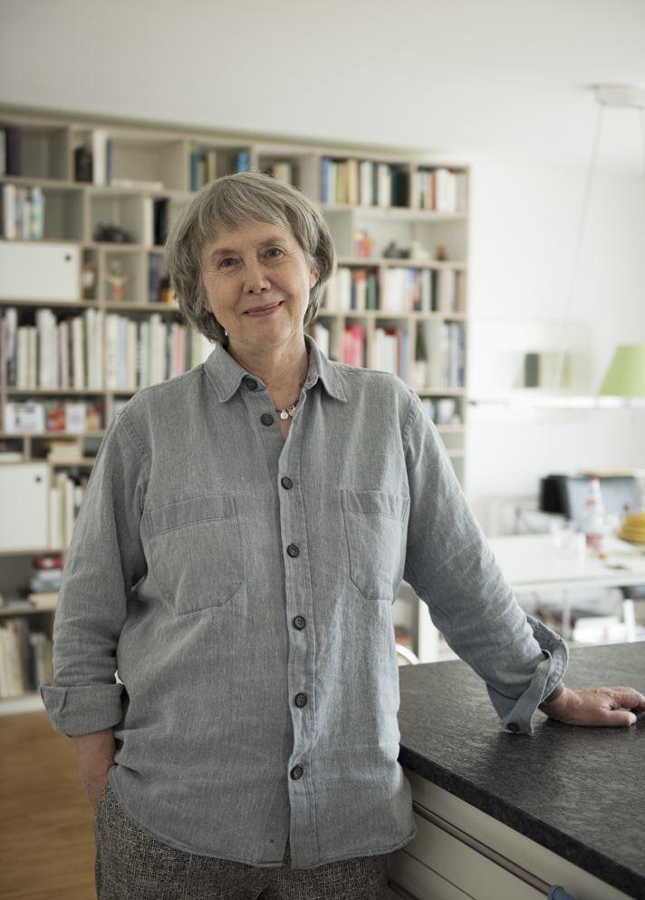 Ulla Lachauer Portrait stehend